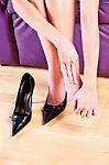 L'utilizzo di scarpe scorrette può creare una deformazione e generare l'alluce valgo