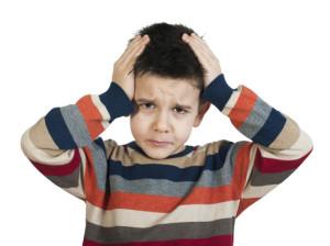 Bambino con il mal di testa