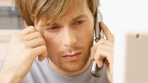 Parlare al telefonino può causare il ronzio all'orecchio