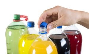 Bibite gassate in bottiglie di plastica